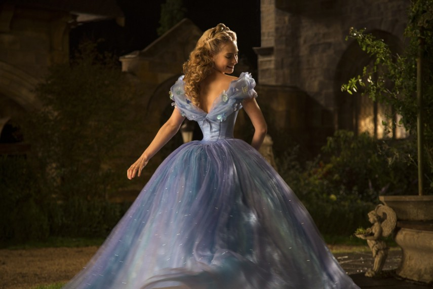 /db_data/movies/cinderella/scen/l/410_03__Cinderella_Lily_James.jpg