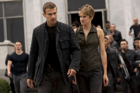 410_04__Four_Theo_James_Tris_S.jpg