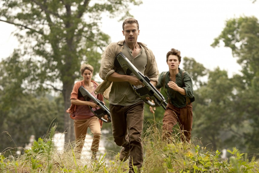 /db_data/movies/divergent2/scen/l/410_02__Tris_Woodley_Four_Jame.jpg