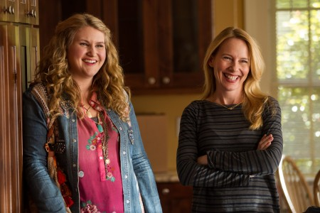 410_12__Lorraine_Jillian_Bell_Gale_Amy_Ryan.jpg