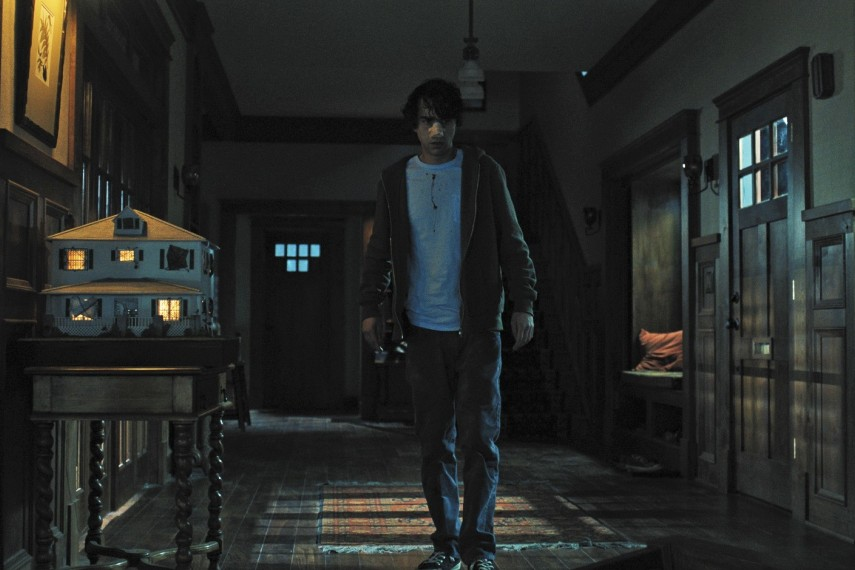 /db_data/movies/hereditary/scen/l/410_08_-_Peter_Alex_Wolff.jpg