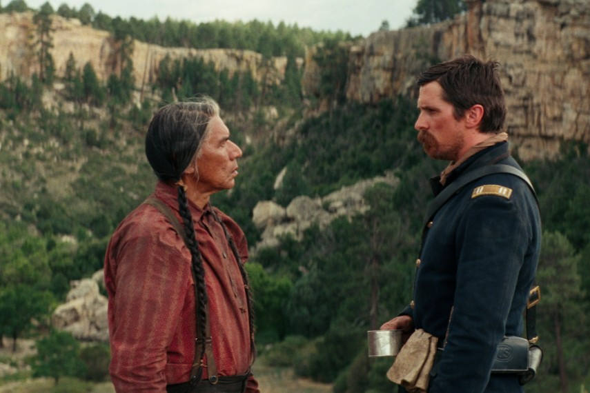 /db_data/movies/hostiles/scen/l/410_13_-_Yellow_Hawk_Wes_Studi.jpg