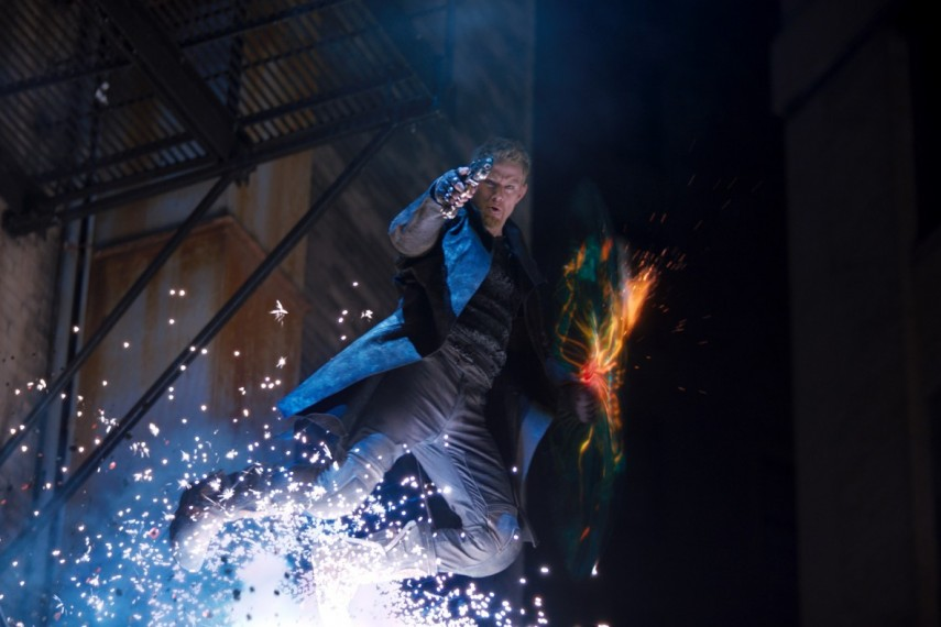 /db_data/movies/jupiterascending/scen/l/1-Picture1-1a7.jpg