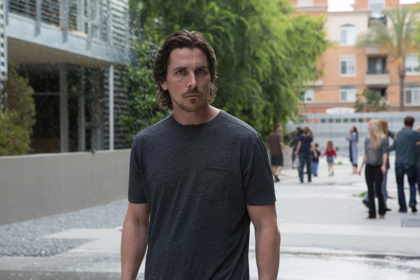 /db_data/movies/knightofcups/scen/l/410_02__Rick_Christian_Bale.jpg