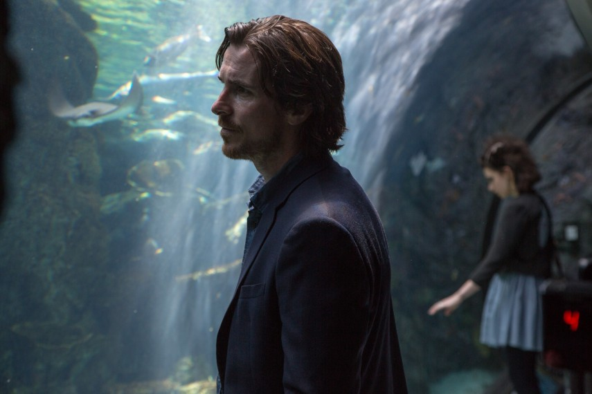 /db_data/movies/knightofcups/scen/l/410_08__Rick_Christian_Bale.jpg