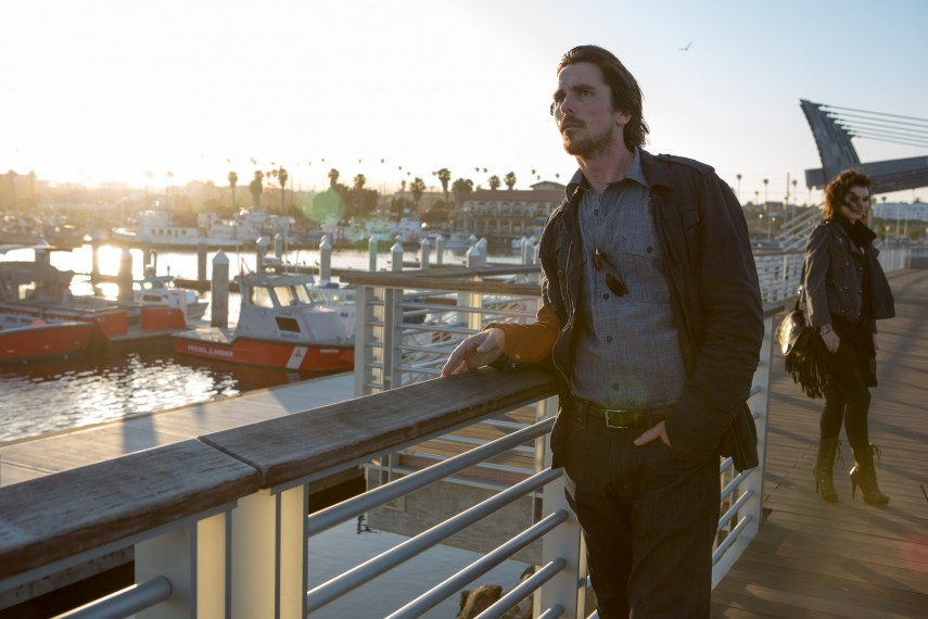 /db_data/movies/knightofcups/scen/l/410_10__Rick_Christian_Bale.jpg