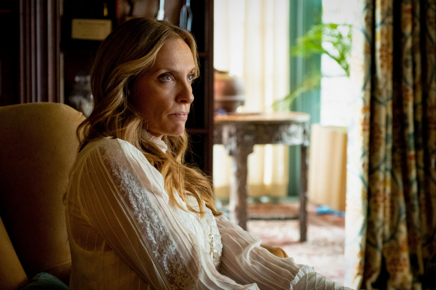 /db_data/movies/knivesout/scen/l/410_18_-_Joni_Toni_Collette__2.jpg