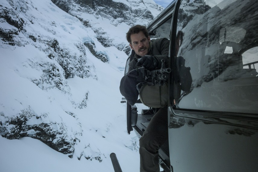 /db_data/movies/missionimpossible6/scen/l/410_07_-_August_Henry_Cavill.jpg