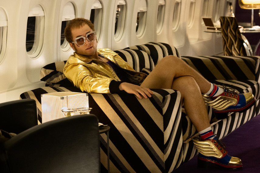 /db_data/movies/rocketman/scen/l/410_04_-_Elton_John_Taron_Egerton_ov_org.jpg