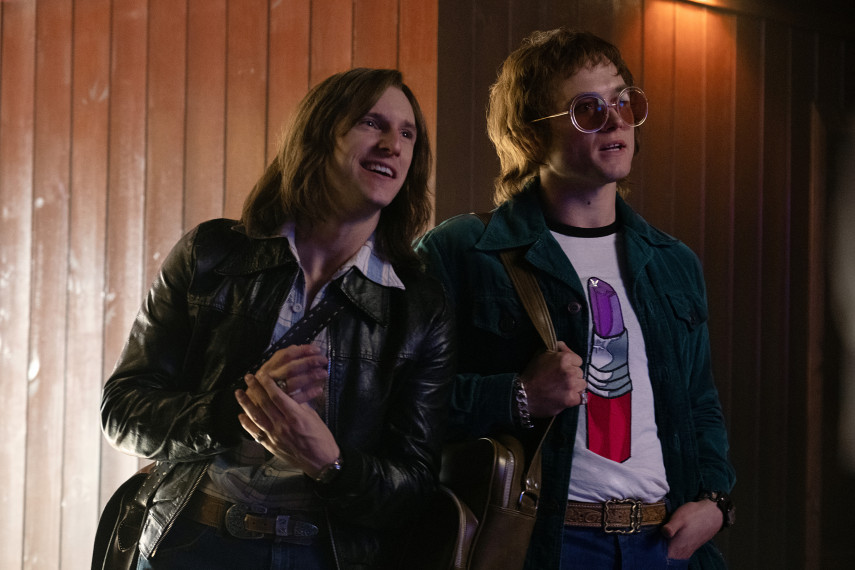 /db_data/movies/rocketman/scen/l/410_13_-_Bernie_Jamie_Bell_Elt.jpg