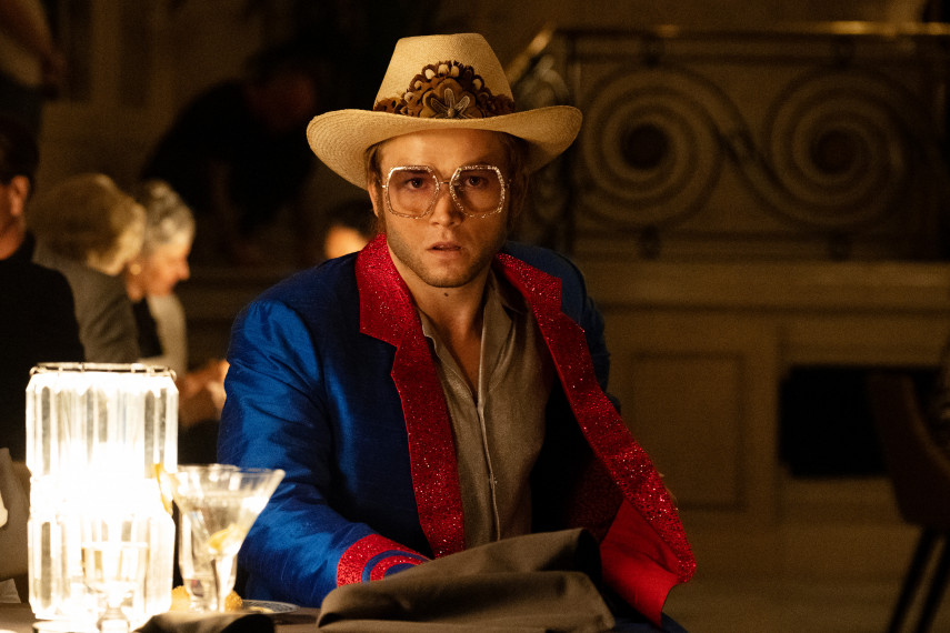 /db_data/movies/rocketman/scen/l/410_19_-_Elton_John_Taron_Egerton_ov_org.jpg
