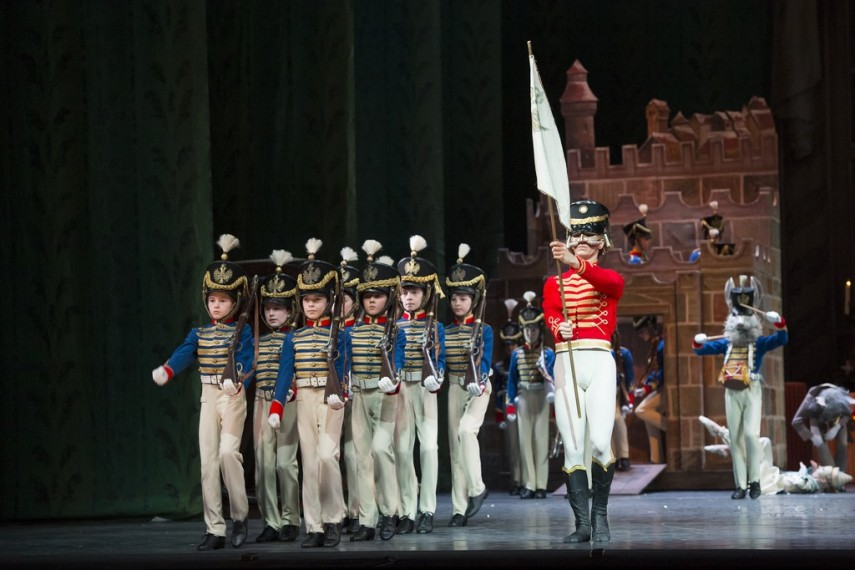 /db_data/movies/royaloperahousethenutcracker/scen/l/11340375685_b0658ee3c2_b.jpg