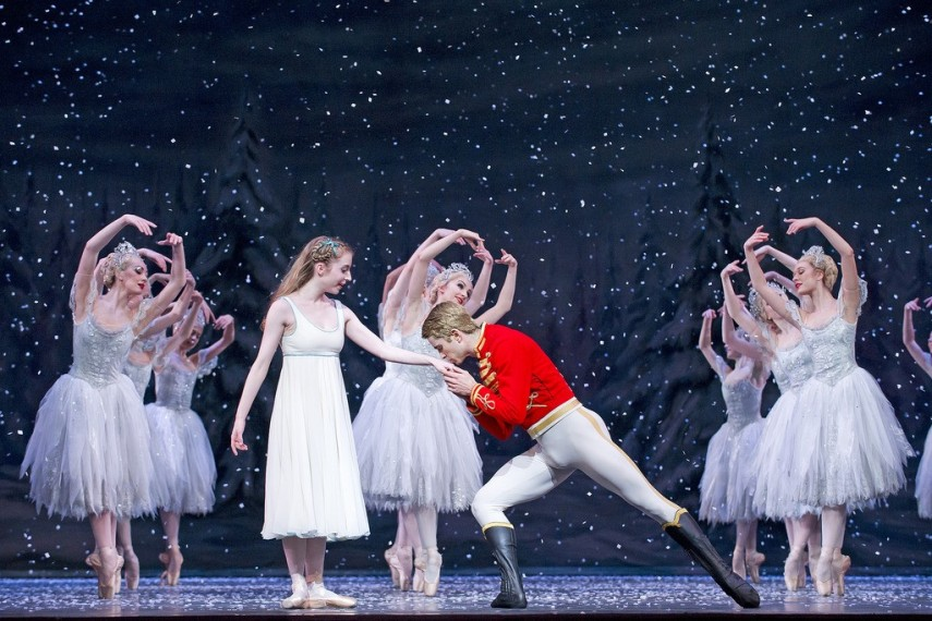 /db_data/movies/royaloperahousethenutcracker/scen/l/23008727253_7084bd085b_b.jpg