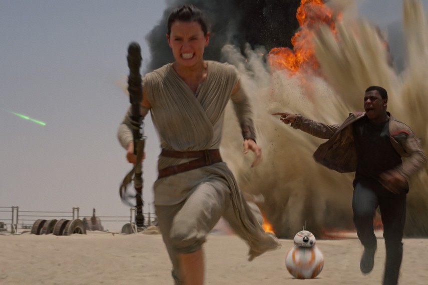 /db_data/movies/starwarsepisode7/scen/l/410_18__Rey_Ridley_Finn_Boyega.jpg