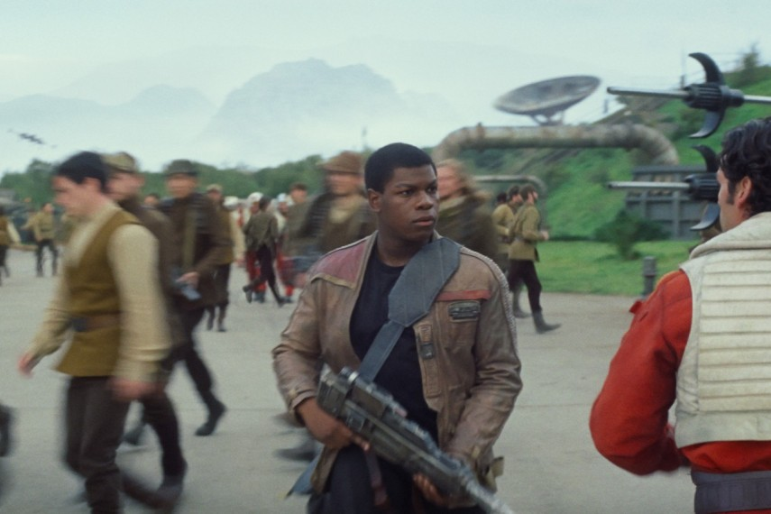 /db_data/movies/starwarsepisode7/scen/l/410_22__Finn_John_Boyega_Poe_D.jpg
