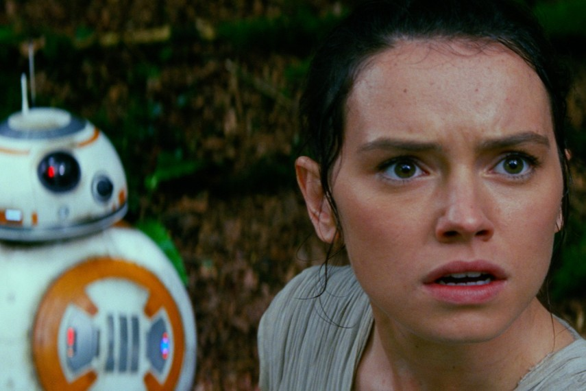 /db_data/movies/starwarsepisode7/scen/l/410_37__BB8_Rey_Daisy_Ridley.jpg