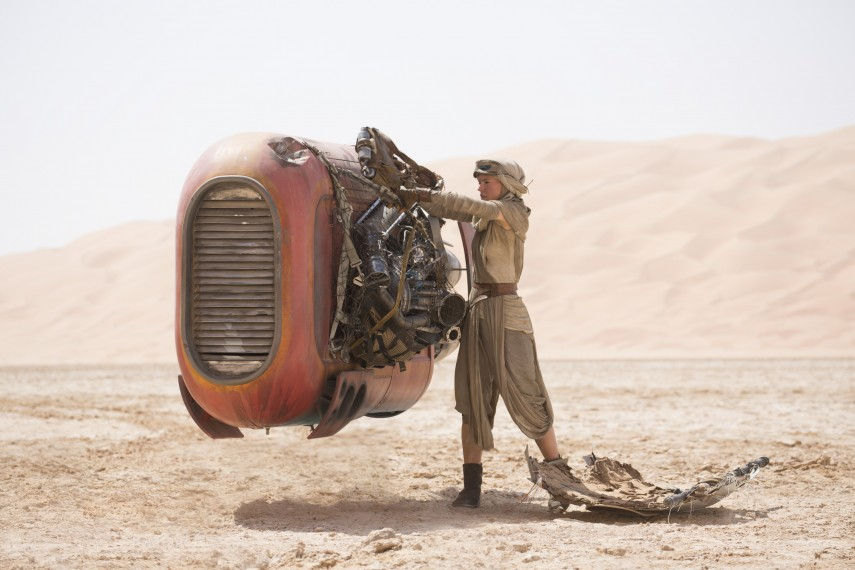 /db_data/movies/starwarsepisode7/scen/l/410_53__Rey_Daisy_Ridley.jpg