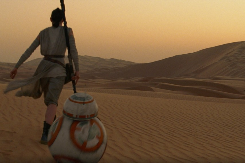 /db_data/movies/starwarsepisode7/scen/l/410_71__Rey_Daisy_Ridley_BB8.jpg