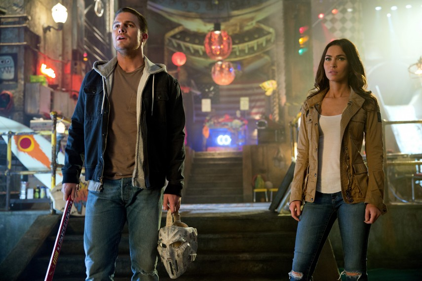 /db_data/movies/teenagemutantninjaturtles20142/scen/l/Casey_and_April_Stephan_Amell_.jpg