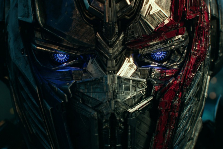 /db_data/movies/transformers5/scen/l/410_03_-_Optimus_Prime.jpg