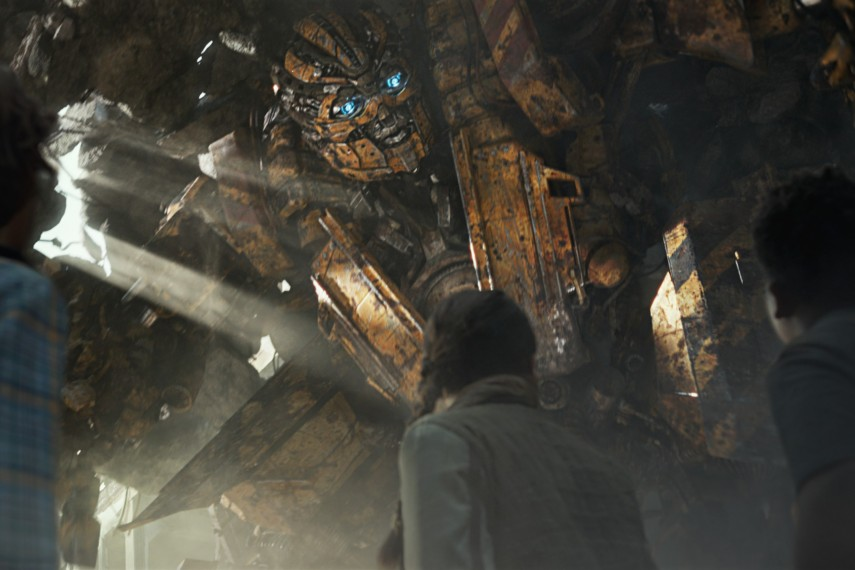 /db_data/movies/transformers5/scen/l/410_09_-_Bumblebee.jpg