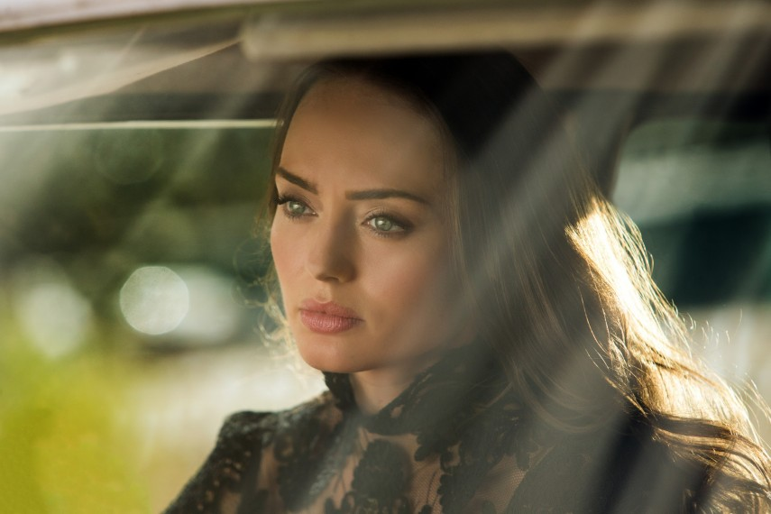 /db_data/movies/transformers5/scen/l/410_16_-_Vivian_Wembley_Laura_Haddock.jpg