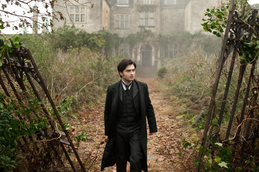 /db_data/movies/womaninblack/scen/l/WIB-0377r.jpg
